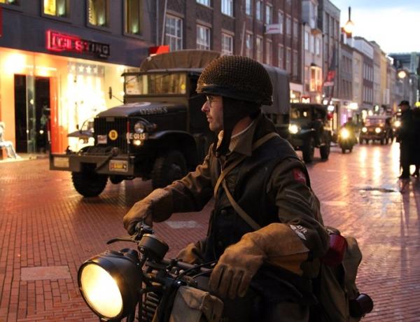 Herbeleef de bevrijding en de Lichtjesroute in een legervoertuig – 24 september & 1 oktober